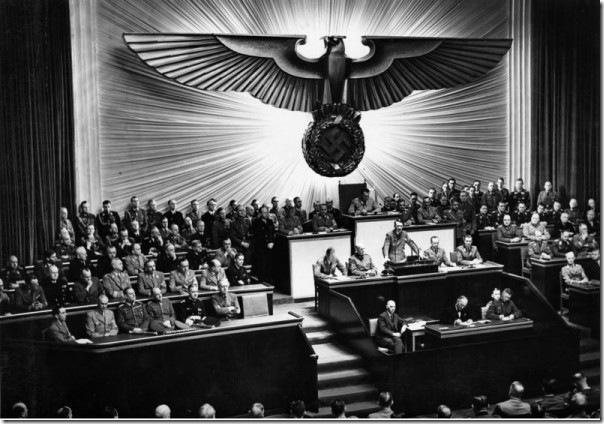 Bundesarchiv_Bild_183-1987-0703-507,_Berlin,_Reichstagssitzung,_Rede_Adolf_Hitler
