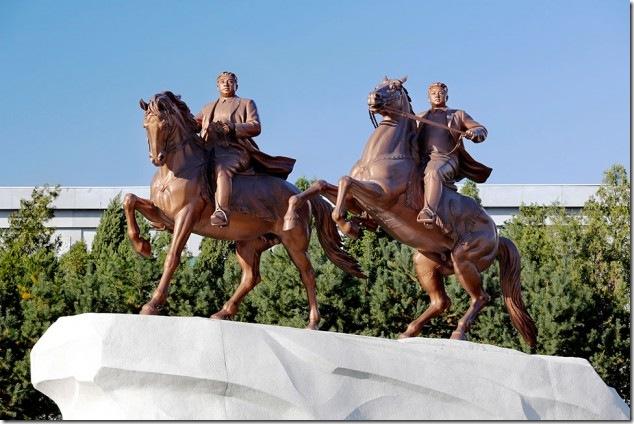 0326_north_korea_statues_970-630x420