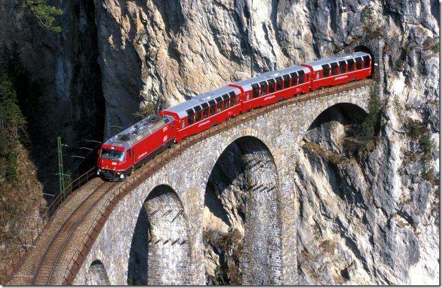 bernina_express_crossing_bridge