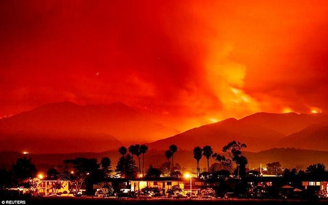 422EB74600000578-4684596-Dozens_of_wildfires_are_burning_across_California_Colorado_Arizo-m-8_1499850941901
