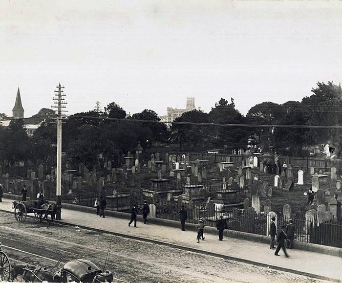 726px-Devonshire_Street_Cemetery,_Sydney_(2742078059)